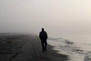 Μοναξιά-άντρας-παραλία